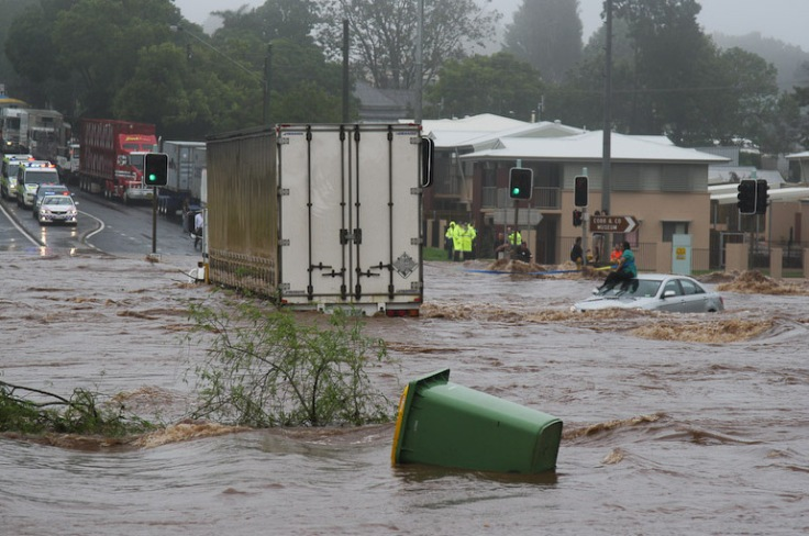 Trapped_woman_on_a_car_roof_during_flash_flooding_in_Toowoomba_2.jpg